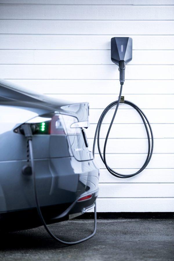 Easee-ChargeMakers-Tesla-Charging